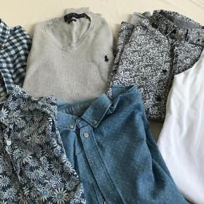 Brand: Ralph Laurent , Acne,minimum, premium, Joe Black Varetype: Skjorter pullover og bukser, tøjpakke Størrelse: S Farve: Blå, Grå, Hvid  Lækkert drengetøj / hedder small- en enkelt skjorte hedder14; svarer til str14-16   Skjorter fra skulder og ned : 69-70 cm  Ærmelængde: mellem 63-66 cm  Bukser: talje : 86 VM Indv benlængde: 71cm