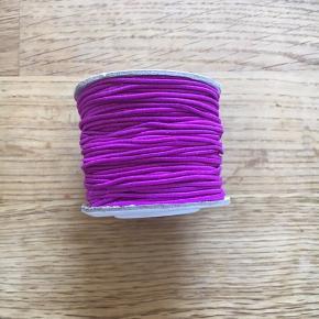 1 rulle Elstik snorr sælges er 25m i rullen  Farve lilla der må byddes Ps kan sende med post nord for 10kr