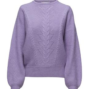 Sælger min gestuz sweater da jeg en næsten magen til. Det er brugt lidt over julen - men ellers i god stand.  Bytter ikke  Sender med dao, 39kr køber betaler  Ved ts handel tillægges 5% ts gebyr  Nypris 1.300kr