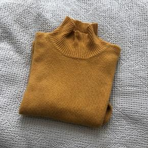 Mustard yellow turtleneck, good overall condition.   Size M.