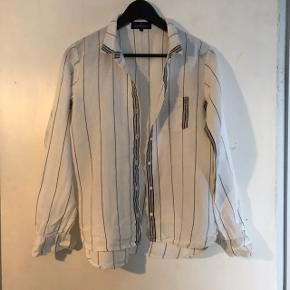 Lækker skjorte fra Designers Remix. Brugt få gange. Str. S
