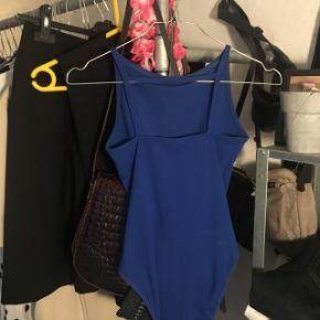 sælger disse to bodystockings fra Topshop, begge er i 32, men passer også større da materialet strækker sig :) den sorte er aldrig brugt mens den blå er brugt få gange. 1 for 30 kr, begge for 50 :)