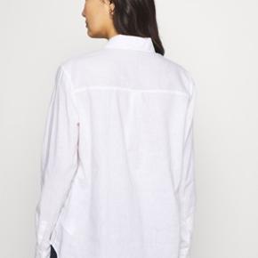 Helt ny GAP skjorte. Købt på Zalando. Sælges kun da den lige er et nummer for stor :/ Passes af en M