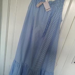 Hvis og blå stribet sommerkjole med stropper fra Etc. Etc. Regulerbar stropper. Aldrig brugt og har stadig prismærke i. Nypris 1199.  Køber betaler fragt.