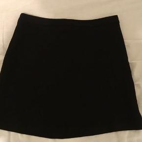Smuk nederdel der stort set ikke er brugt