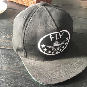 Cap fra Fly Society med grøn skygge I rigtig fin stand. Ta' den for 40 kr.