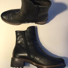 De skønneste ankelstøvler fra Wonders- ALDRIG BRUGT, kun prøvet. Lynlås på indersiden, grove såler og varmt foer. Nypris 1100