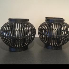 Bambus lanterner i sort  Højde 23 cm   Afhentes 6818 eller 6700