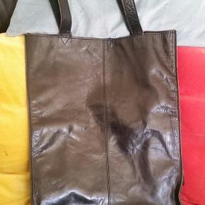 Skind taske Bredde 32 cm Højde 42 cm Hanke 64 cm  #30dayssellout