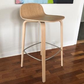 Muuto Visu barstol i Eg  Sædehøjde: 65 cm Udstillingsmodel, står som ny  Nypris: 3295,-  Prisidé: 895,- men er åben for bud  Kan mødes og handle i Randers, ellers skal den afhentes i 8981 Spentrup