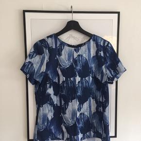 Så fin t shirt fra h&m ! Str.38 men lille i størrelsen! BYD!