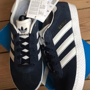 Helt nye / aldrig brugt Adidas Gazelle Junior sneakers.