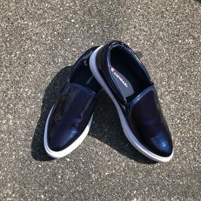 Ubrugte sko  Passer 37- lille 38  Byd gerne