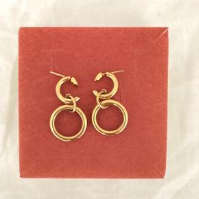 Maria Black Dogma Earring sælges. Nypris: 700 kr PR STYK. Fejler intet :)