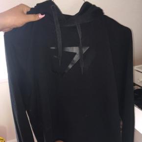 Fejler intet. Sød cropped hoodie fra Gymshark