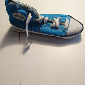 Penalhus som forestiller en sko. Kan afhentes i Esbjerg