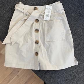 Ny nederdel fra Miss Selfridge stadig med mærke på. Np: 400kr må:150