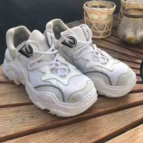 No 21 sneakers