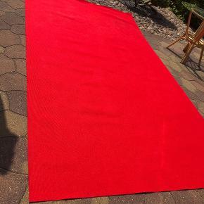 Fest tæppe. 2 x3,55 meter Kun brugt en gang.