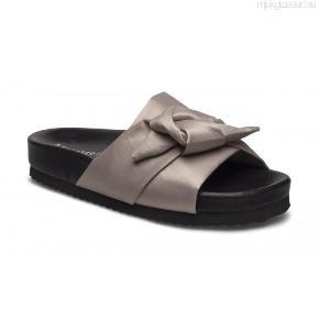 Fede slippers/mules fra Selected Femme. Købt sidste år, for 500 kr. Gået med få gange.