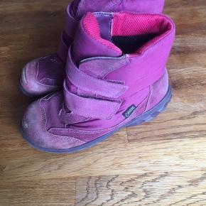 Pink Goretex vinterstøvler fra Ecco. Lidt slid på snuden, men fejler ellers intet.