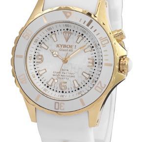 Lækkert ur fra Kyboe med lys i. Ny pris 1895 kr. Brugt men i god stand :)