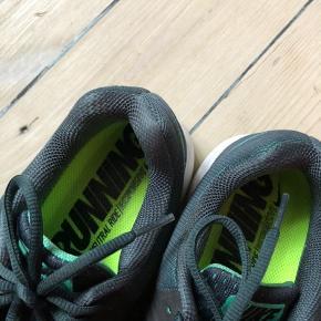 Løbesko Nike Pegasus 31. Brugt en enkelt gang, men er for store til mig. Str. 41 / 26,5 cm.