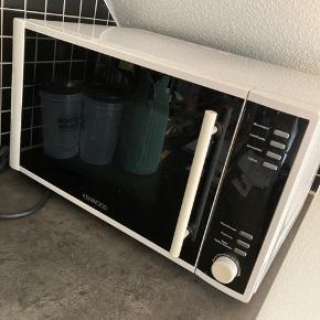 Flot velholdt mikro ovn sælges.