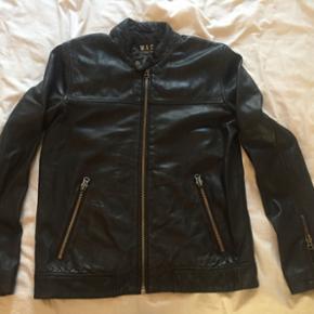 Sort lammeskinds herre jakke fra W.A.C  6 mdr. Gammel brugt få gange Nypris 1800kr