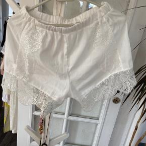 Hvide shorts  Prisen er fast