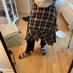 Sælger denne nederdel fra zara i en str L dog lidt lille i str   Kom med bud