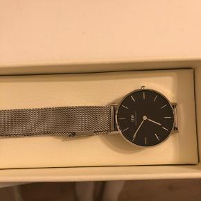 Uret har jeg fået i gave på min fødselsdag derfor ingen kvittering🌸  Super flot ur uden tegn på slid!