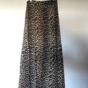 Leopard maxi nederdel.  Den er så flot! Brugt 1 gang  🌸🌸🌸