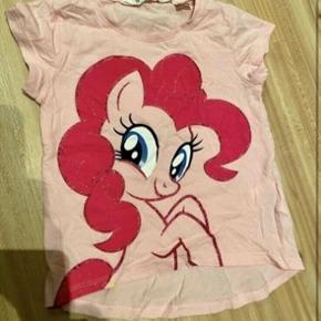 My little pony t-shirt 98-104  - fast pris -køb 4 annoncer og den billigste er gratis - kan afhentes på Mimersgade 111. Kbh  - sender gerne hvis du betaler Porto - mødes ikke ude i byen - bytter ikke