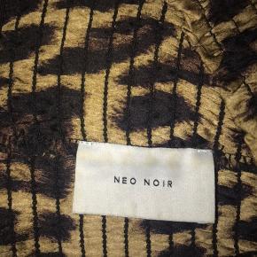 Neo noir Leo nederdel Virkelig god stand Np var 300kr Sender med DAO Bytter ikke sælger kun😊
