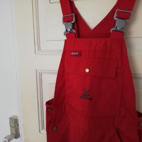 Seje overalls smækbukser buksedragt fra kansas i dyb rød. Passer ca en m/l