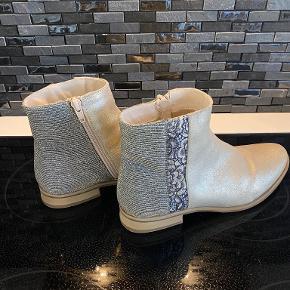 Cream støvler