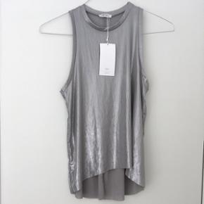 Sølv Top fra Zara, aldrig brugt.  Str. S, nypris 150kr