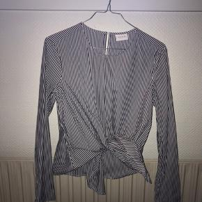 Fin trøje/skjorte som kan bindes foran