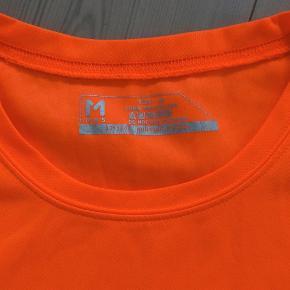Løbetøj, T-shirt herremodel, M.R.S, str. M  Ubrugt er som ny  En rigtig flot løbebluse i neonfarvet fra M.R.S  Sender gerne hvis køber betaler fragt 37 kr
