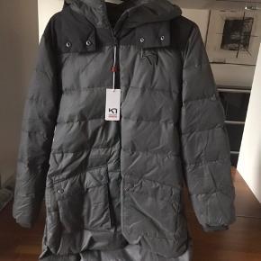Super lækker varm Parka coat frakke den er så lækker den er ny med tags og aldrig brugt kun prøvet den er så lækker sælges kun da jeg har tabt mig meget så den ikke passer mig øv 😊😊😊