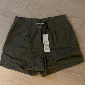 Neo Noir shorts