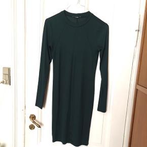 Mørkegrøn kjole fra Gine Tricot. Str.m