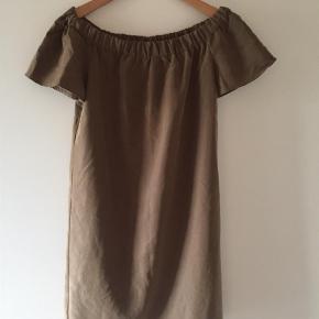 Varetype: Off shoulder-kjole Farve: Brunlig Oprindelig købspris: 90 kr.