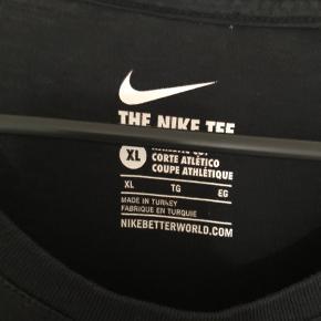 Sælger denne fede Nike T-shirt. Den er i god stand trods brugt.