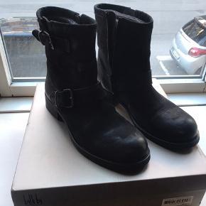 Sælger disse ubrugte sorte Billi Bi støvler. Nypris: 1.200 kr.  Her og nu pris: 950 kr.