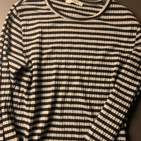 Har denne her pieces trøje. Fitter s-m spørg for mere info.