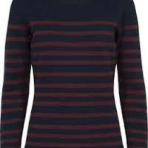 Navy og bordeaux sweater fra Custommade.  Brugt få gange.  Passer en størrelse small.  20% uld, 80% bomuld.   Sælges billigt - byd!