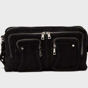 Sælger denne smukke populære taske fra Nunoo i ruskind. Tasken er i god stand og der ses ingen tegn på slid. ✨🦋