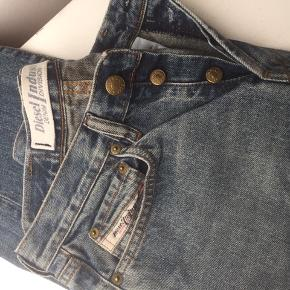 Cool jeans der går lige ned i benene.
